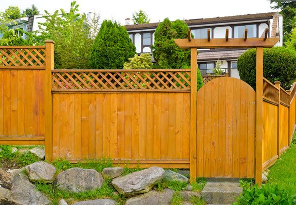 Dress up your front yard privacy fence with decorative details like a lattice top and entry gate capped with a pergola. Step-up panels seamlessly follow a sloped grade and deliver an interesting aesthetic to the fence line.