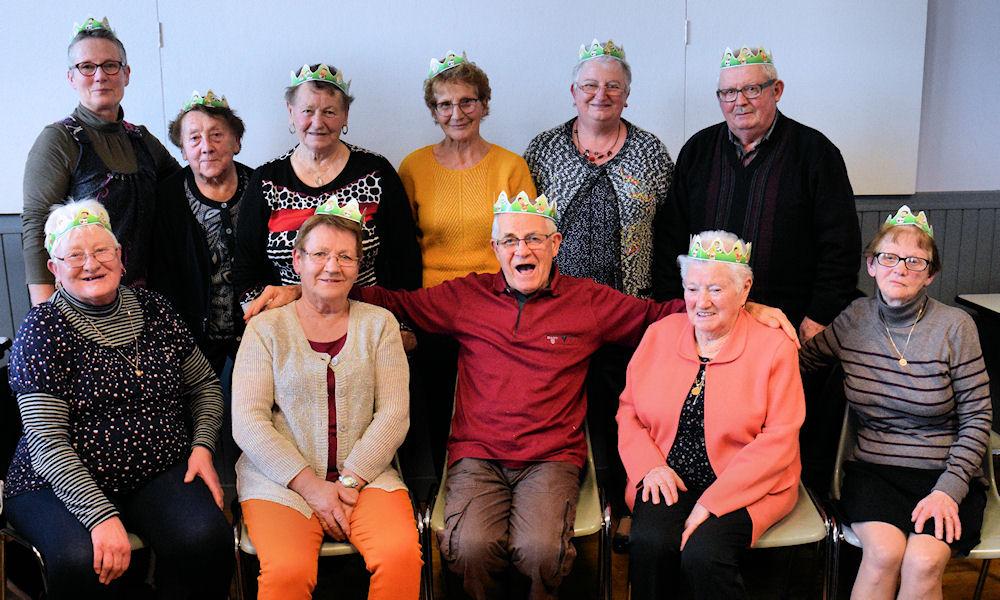 La surprise de la fève : neuf Reines et deux Rois