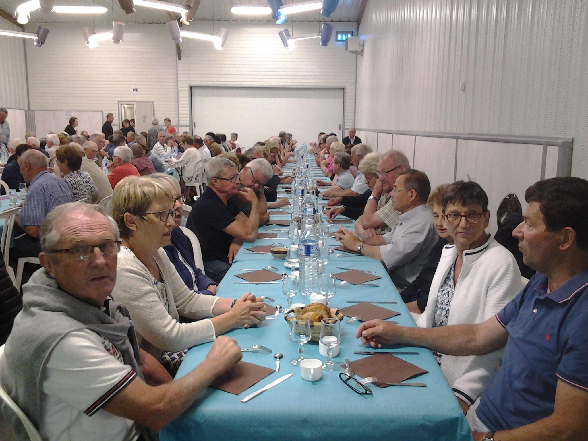 12h30 : déjeuner servi par toute la Famille Guerzaille