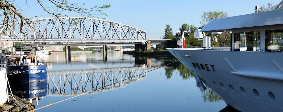 Le Monet à quai à la gare fluviale de Strasbourg