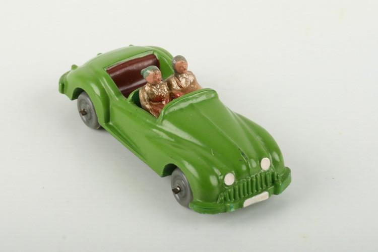 Wiking Sportviersitzer mit Figuren gelbgrün lackiert - ZUSCHLAG Auktionshaus Wrede 1.200,– Euro