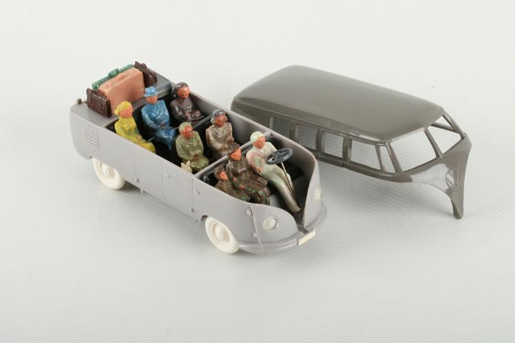 Wiking 1:40 VW Bus mit Heckklappe steingrau/h'graubeige - ZUSCHLAG Auktionshaus Wrede 1.500,– Euro