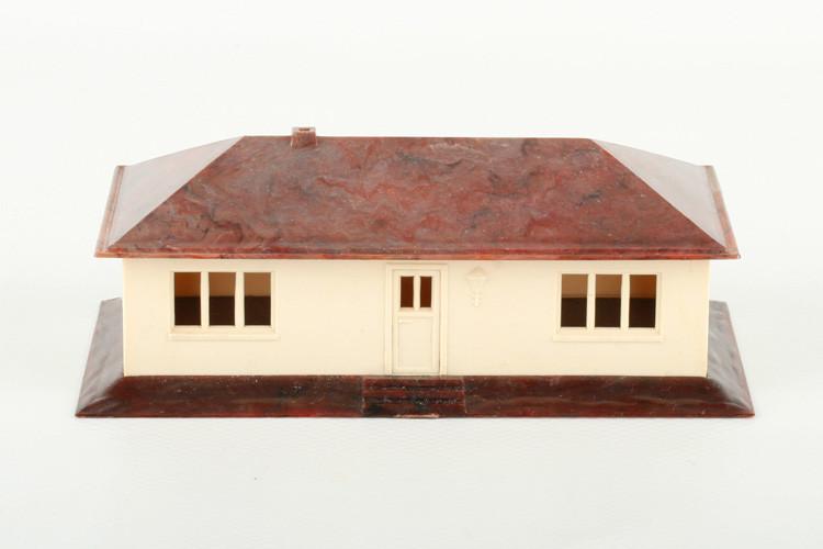 Wiking Landhaus, Bodenfarbe brauntransparent - ZUSCHLAG Auktionshaus Wrede 750,– Euro