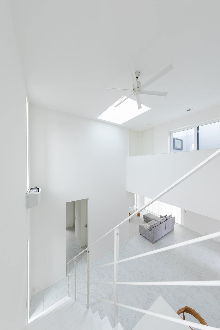 カーサキューブの内装を2階からリビングダイニングを見た景色