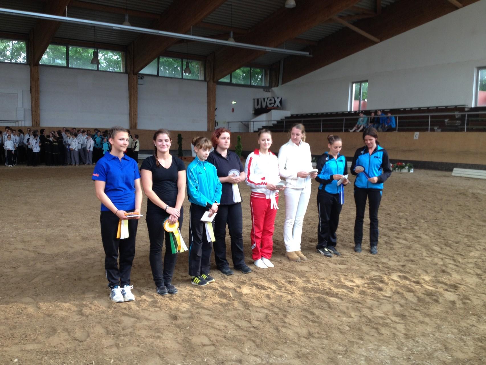 Die Platzierten im L-Einzel mit der Siegerin Gwendolyn Gröller.