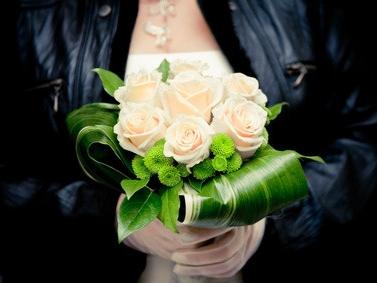 Braut in Lederjacke
