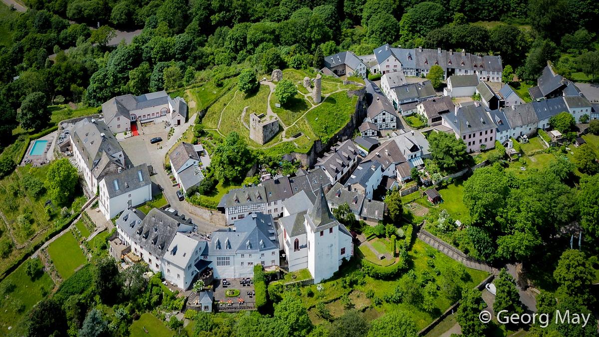 Kronenburg - Juwel der Südeifel mit historischem Burgbering