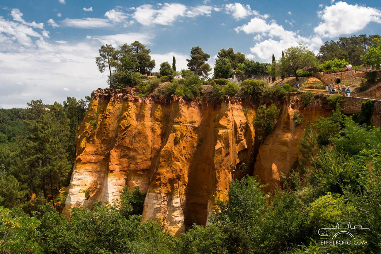 ocre rock roussillon france
