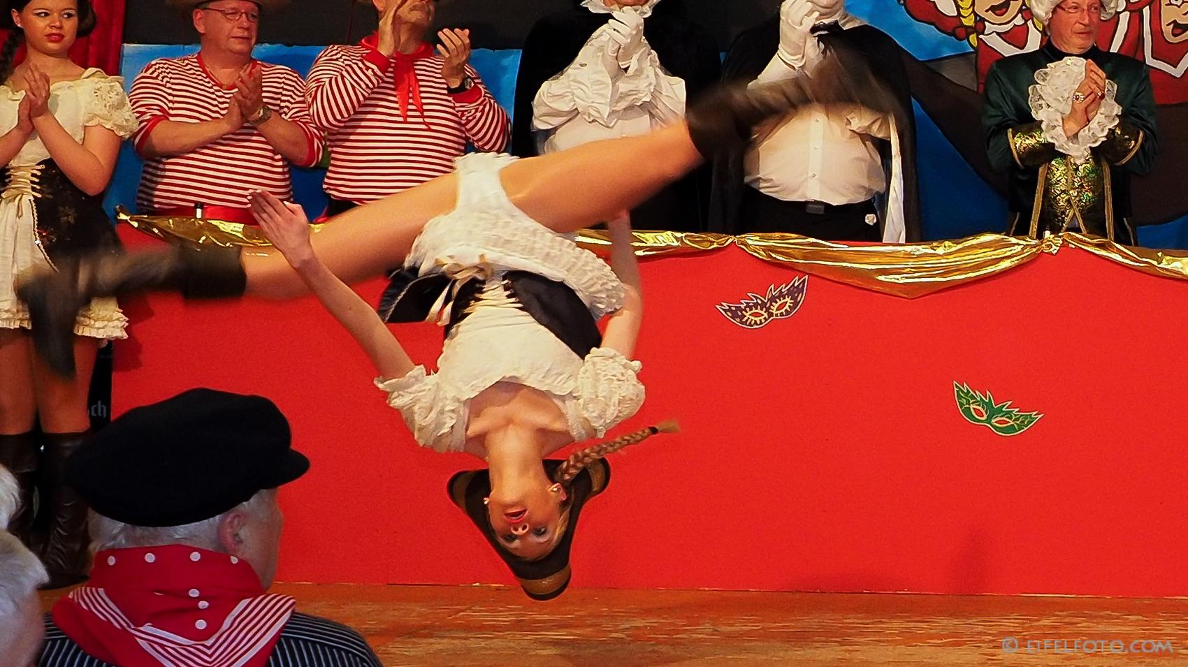 Die fliegenden Tänzerinnen der  Tanzgarde Schwerfe bliev Schwerfe
