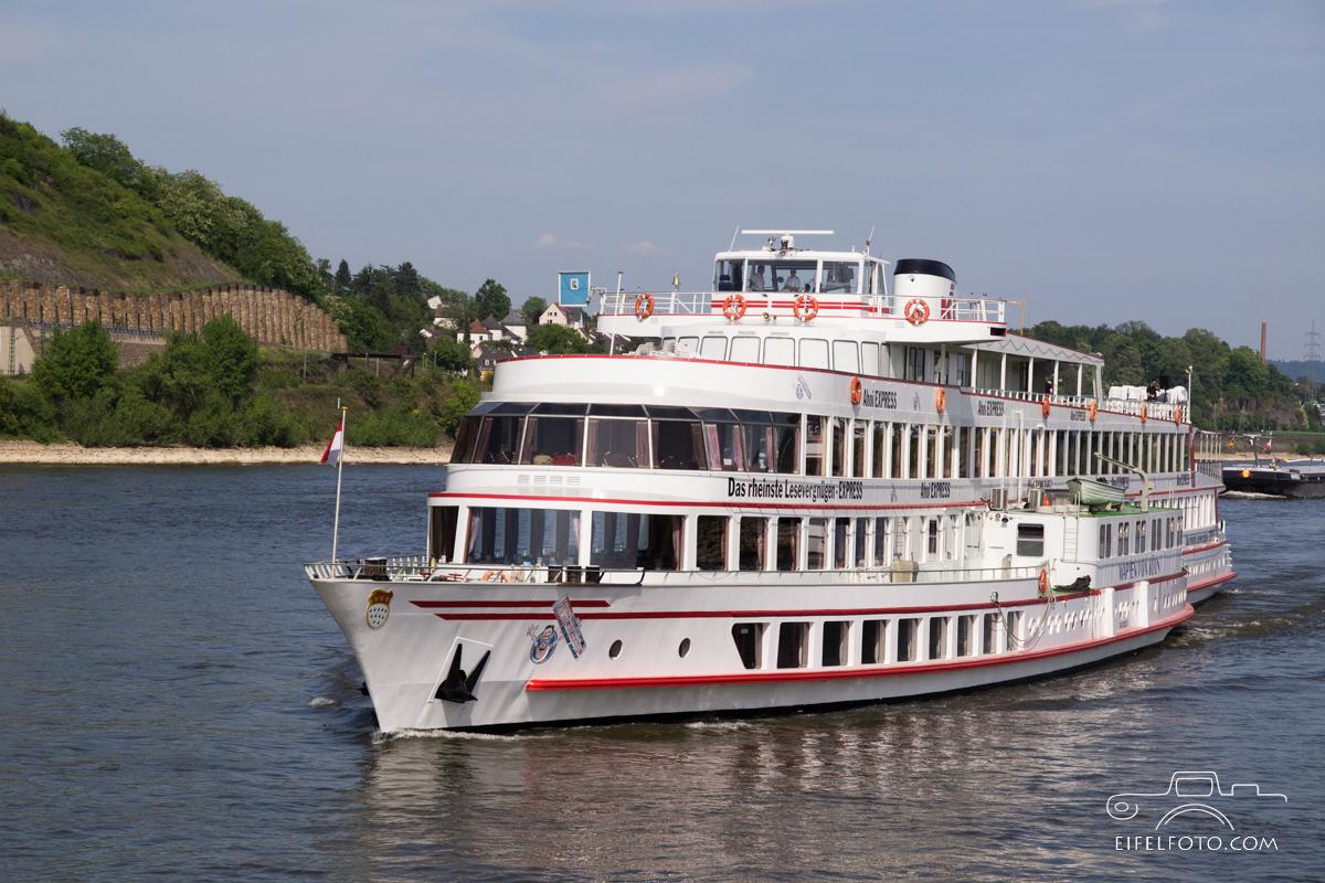 Schifffahrt zum weltweit höchsten Kaltwassergeysir