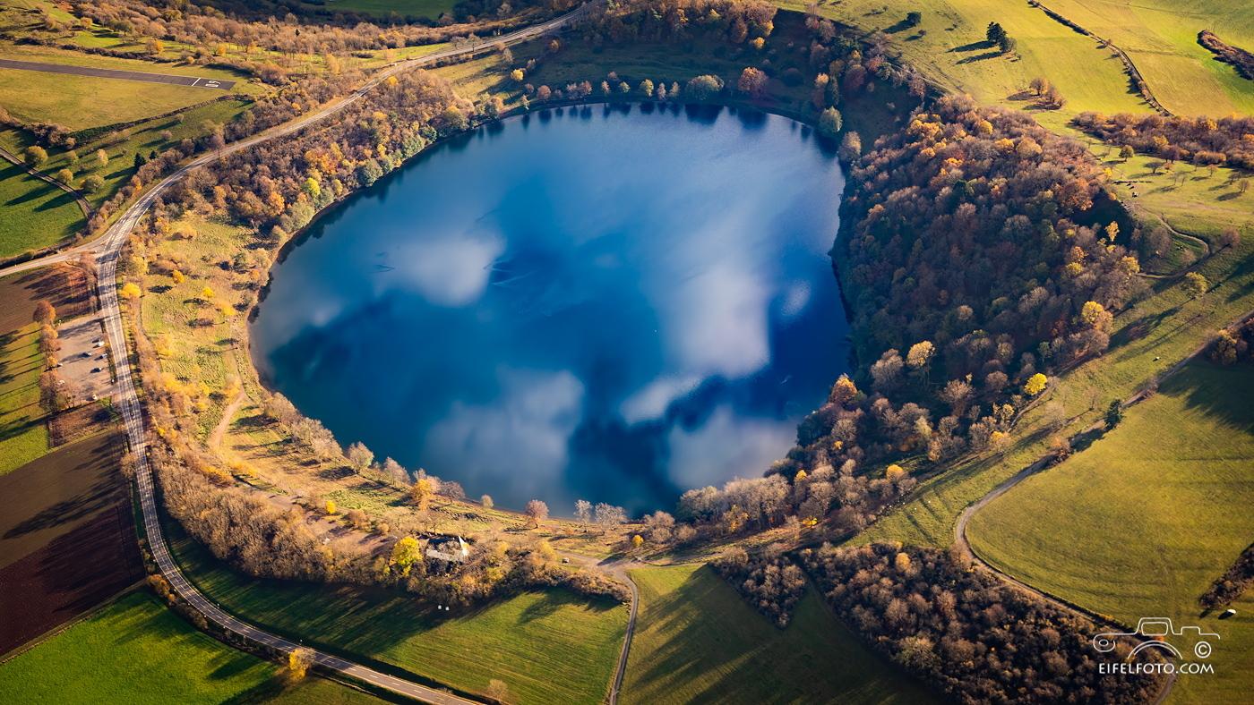 Luftbild: Das Weinfelder Maar - auch Totenmaar genannt