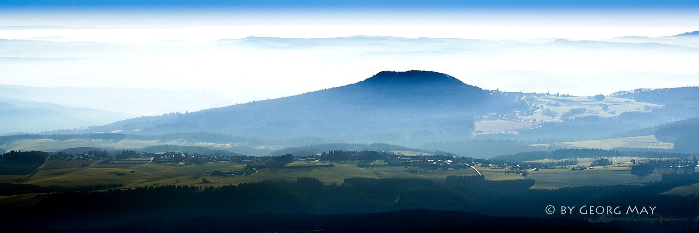 Blick über die Südeifel auf den Aremberg