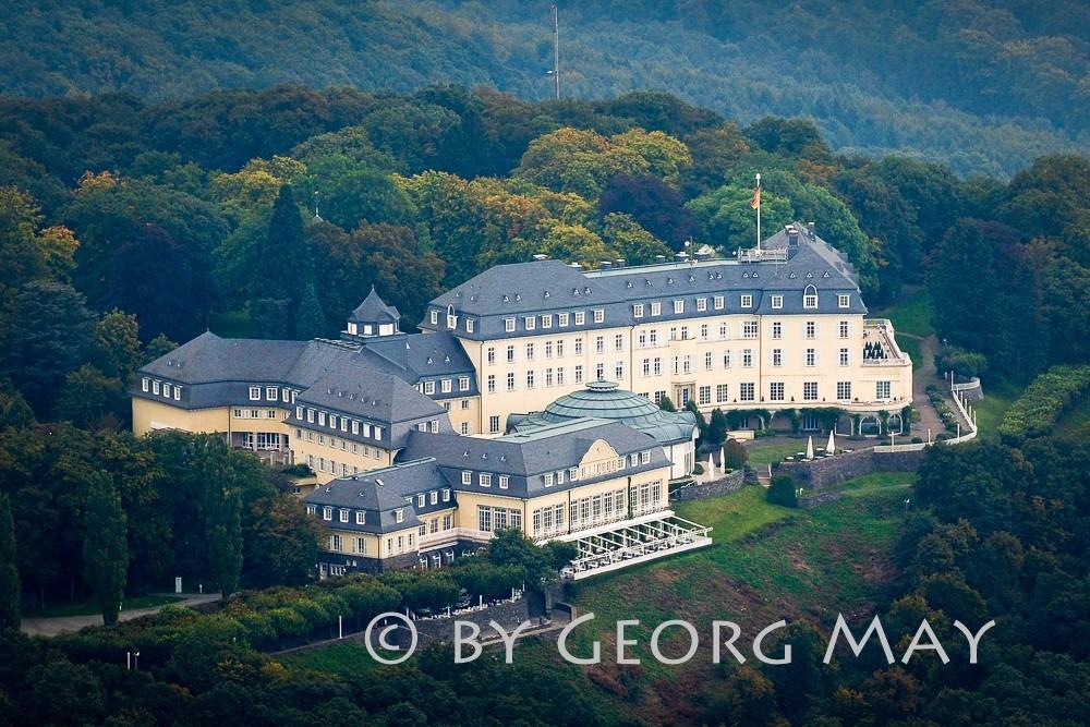 Hoch über dem Rhein: Steigenberger Grandhotel Petersberg