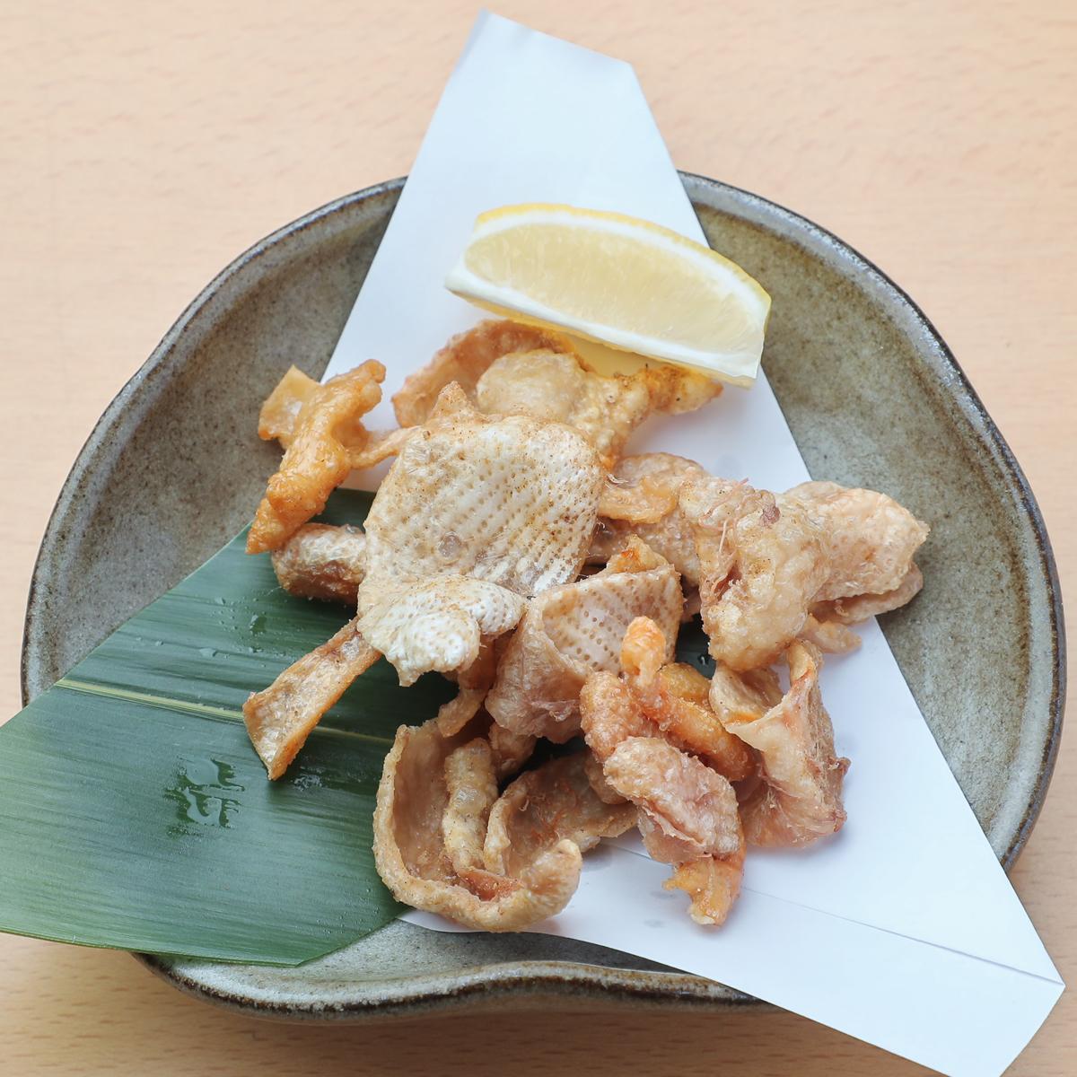 鶏皮パリパリ揚げ 390円