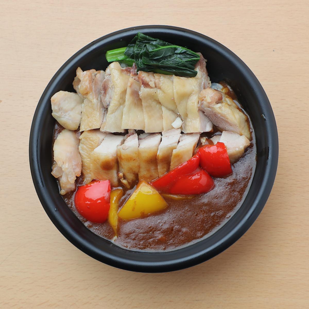 サラダチキンを⾷べるカレー丼(⿃もも) 880円