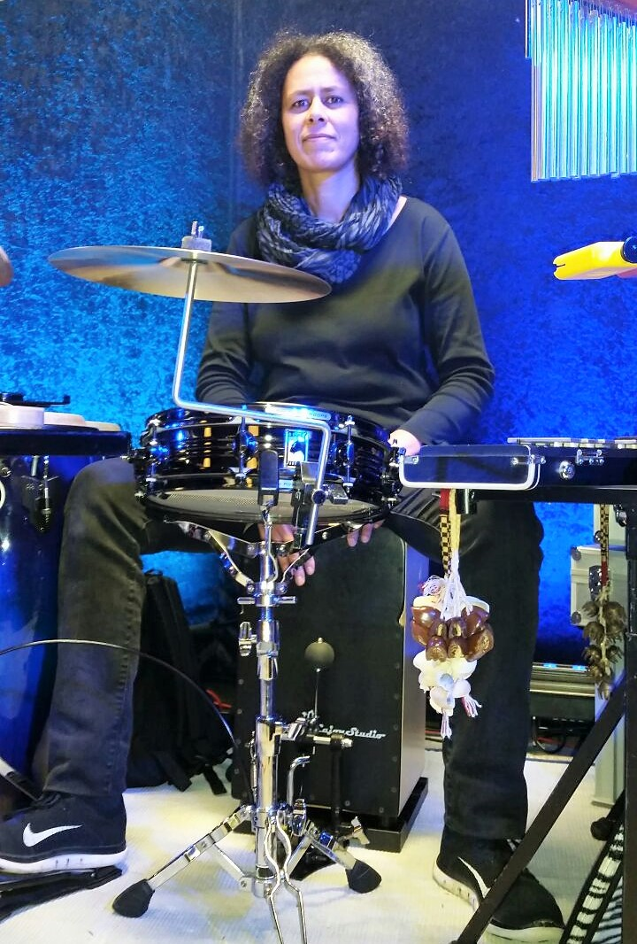 Multi-Percussionistin Janine Schmidt, Germany auf CajonStudio Butterfly Snare Cajon