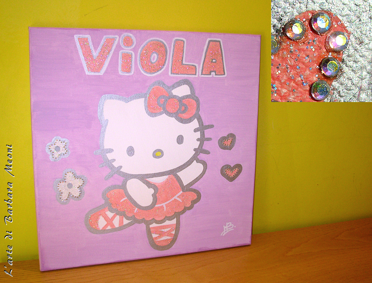Hello Kitty-Acrilico su tela con effetto glitter iridescente e con rifiniture in strass arcobaleno 40x40 cm