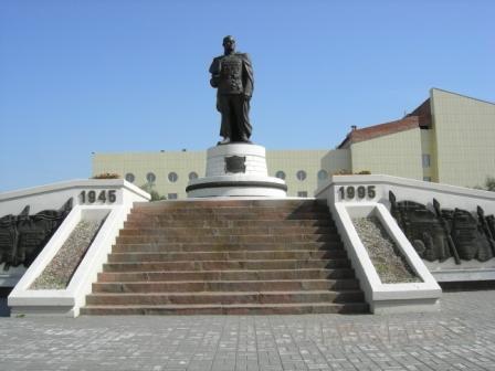 Памятник Георгию Жукову на границе зоны Овна и Тельца.