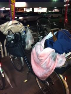 家財道具を詰め込んだ自転車