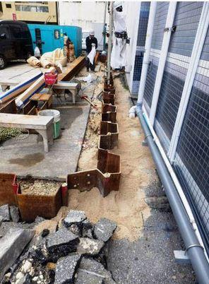 沖縄の市街地の砂浜のような白い土