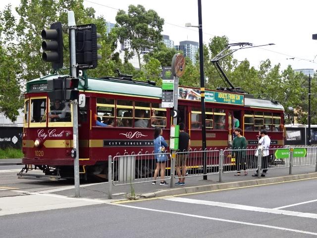 オーストラリア メルボルン市街地の無料トラム ニュージーランドのオークランドに運んだそうです