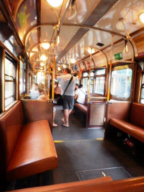 メルボルンのトラムは内装もクラッシック。NZオークランドに運んだそうです。