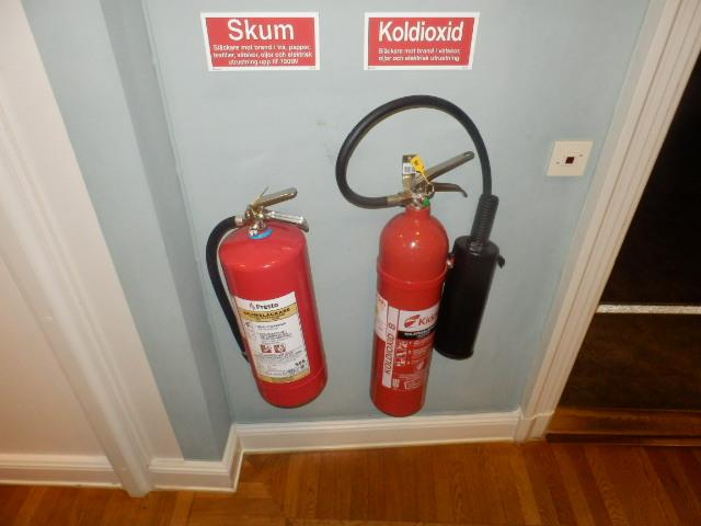 ストックホルム。赤が定番なのは欧米豪も一緒。