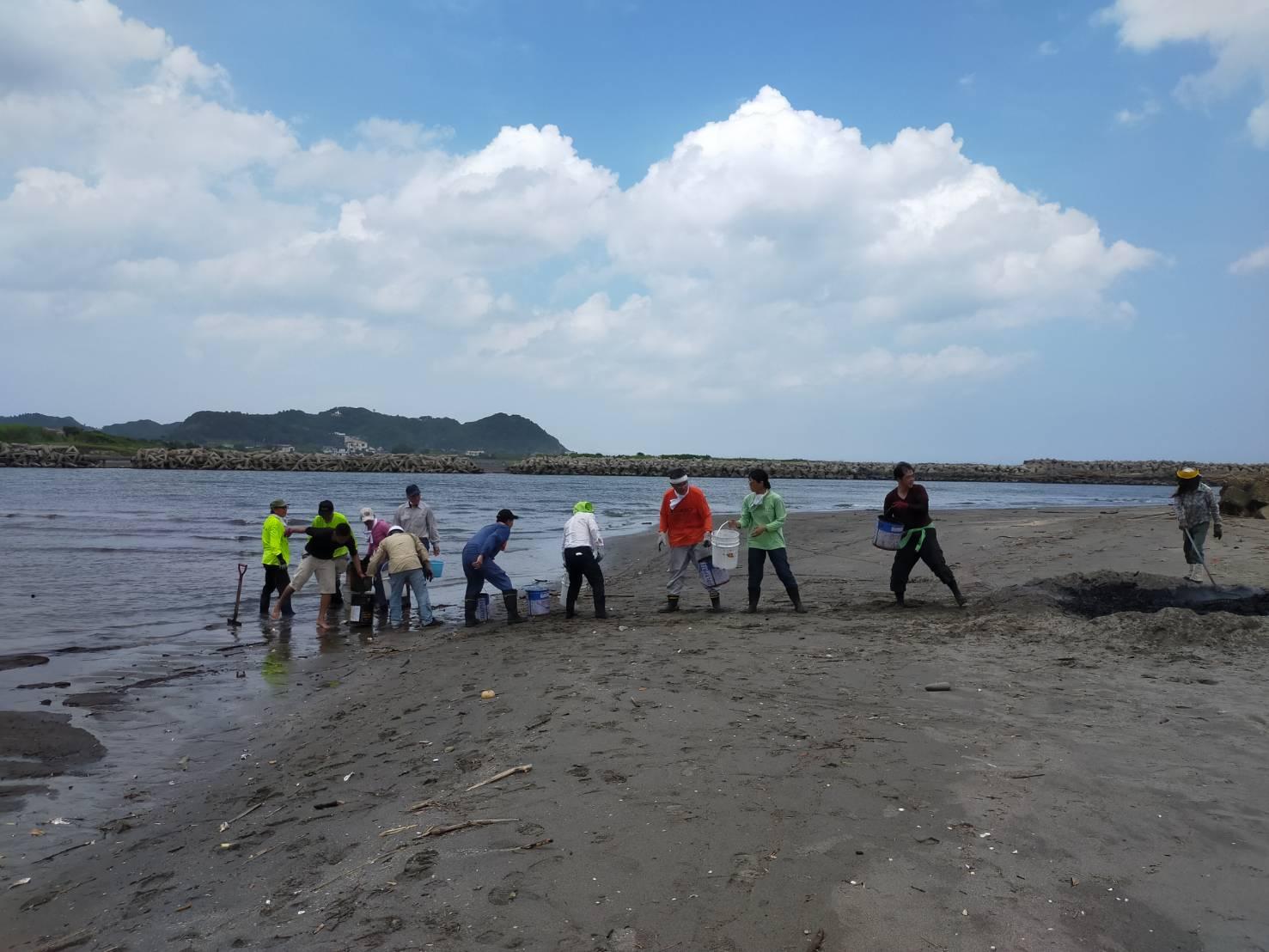 8月の海岸竹炭イベントのお知らせ