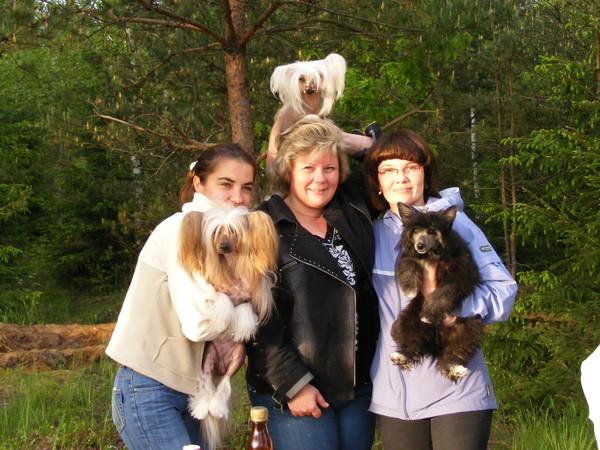 Наш бессменный хендлер Лена Матиевская с Вилли,я и Ляля,Вероника и Тедди