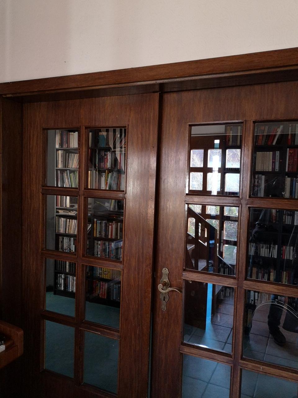 Rustikale Türen prägen das Ambiente und tragen so zum Charme bei.