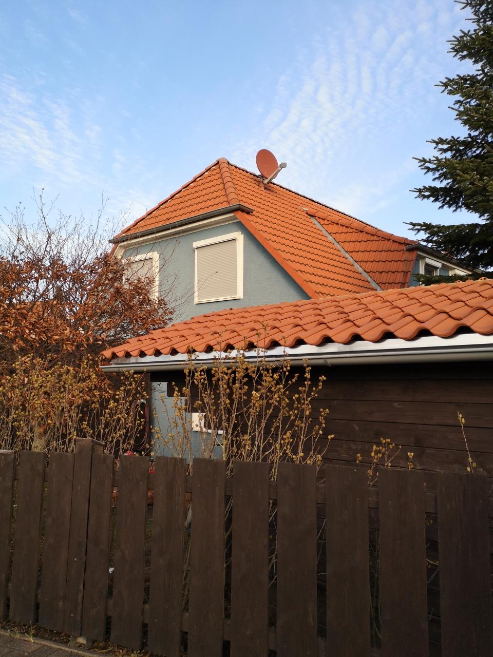 Der Schuppen wurde erst kürzlich von einem Dachdecker neu eingedeckt.