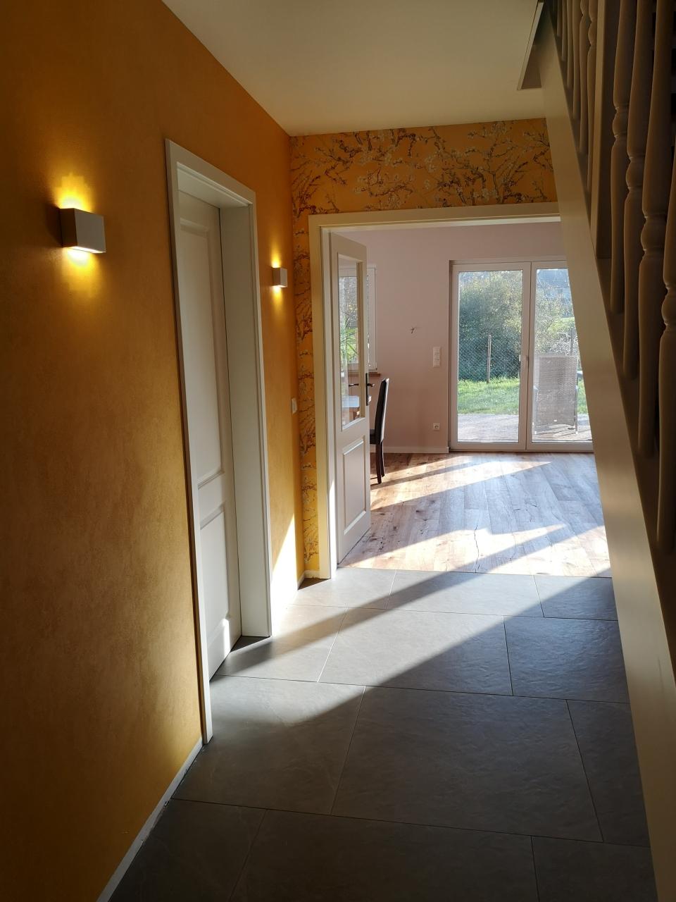 Durchdachte Licht und Farbkonzepte verleihen den Räumen Wärme und Geborgenheit.