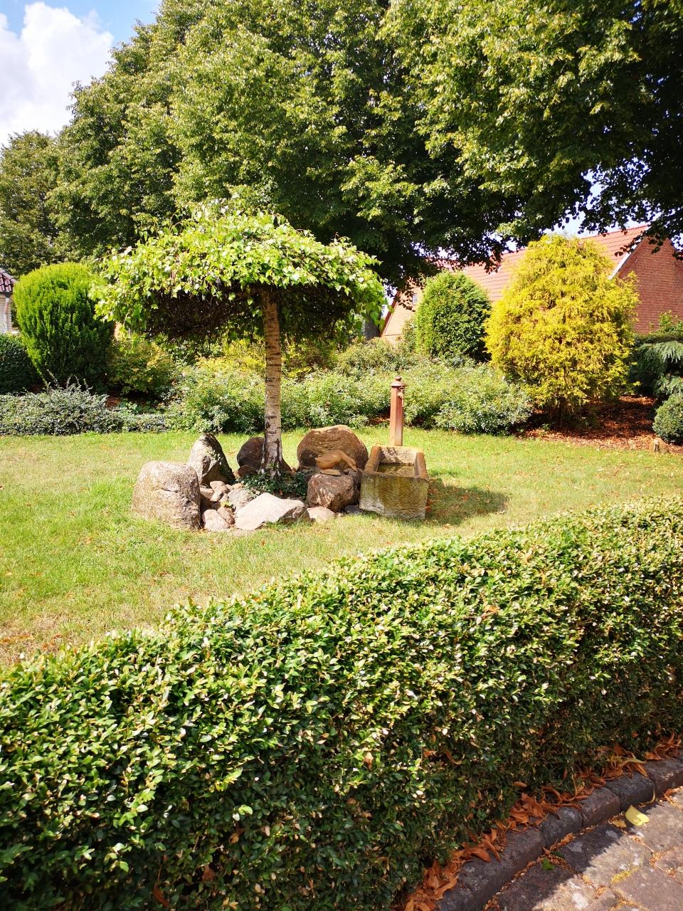 Ein liebevoll angelegter Garten und schöne Details, wohin man auch blickt.