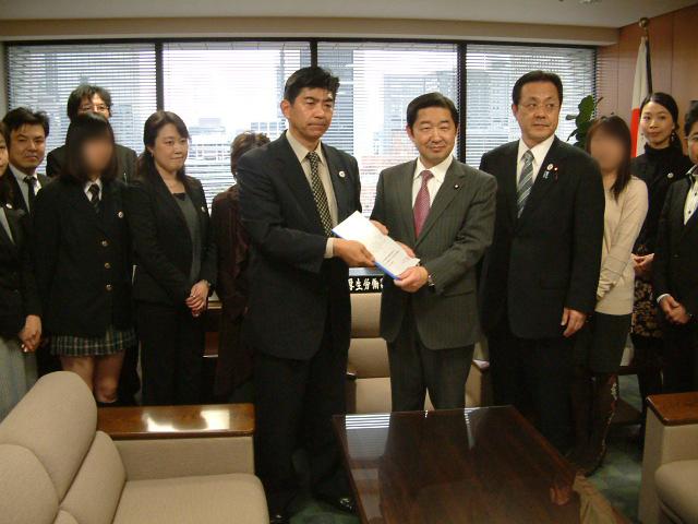 2014.3 厚生労働省へ嘆願署名提出(合計55万人)