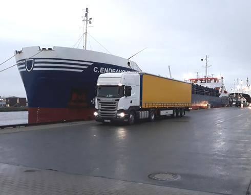 Gerhard Hölzemann Transporte - Spedition aus Rehe mit Tautliner Sattelzügen mit Coil-Mulde