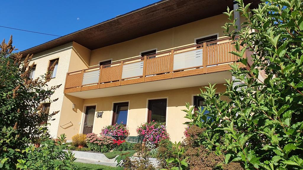 Gästehaus mit Balkon (c) Maria Felhofer