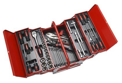 Ein aufgeräumter Werkzeugkoffer der gefüllt mit Werkzeug ist