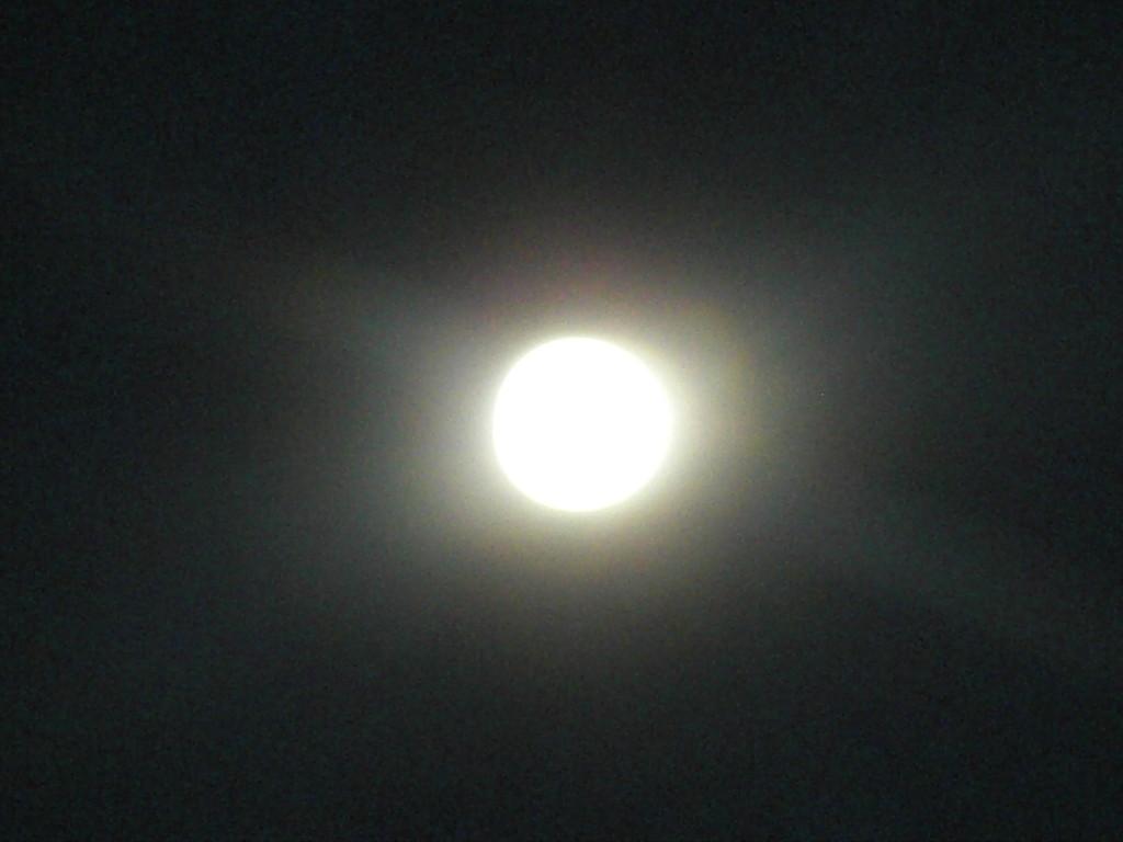 テニアンの月