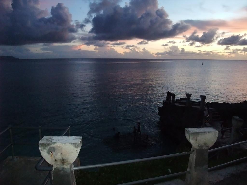 タガビーチ夕景