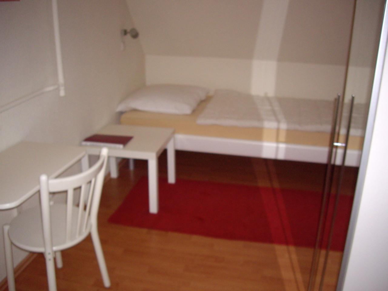 Einzel-Lehrer-Schlafzimmer - auf Wunsch bieten wir auch Doppelzimmer