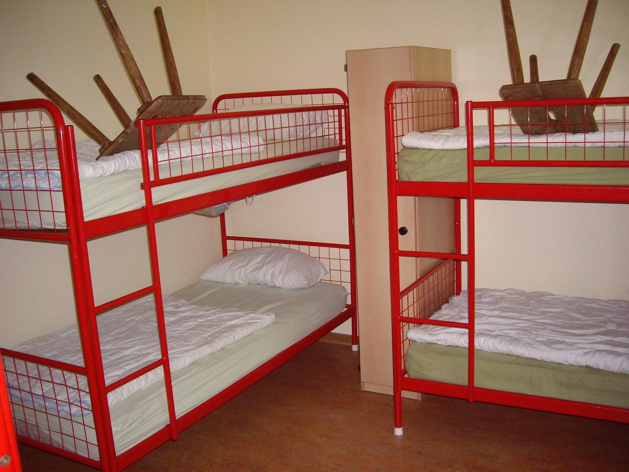 Bettenburgen in unseren Zimmer. Aber da sind wir ja eh nur zum Schlafen.