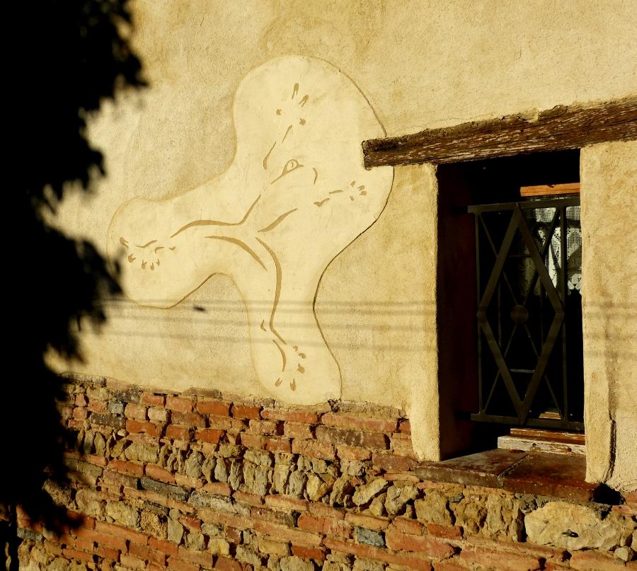 Sgraffito sur façade traditionnelle à la chaux