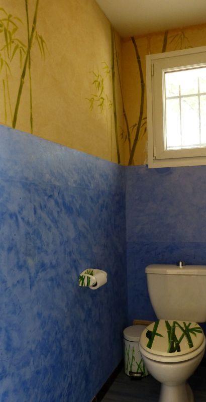 Salle de bains - Béton ciré sur carrelage bleu outremer