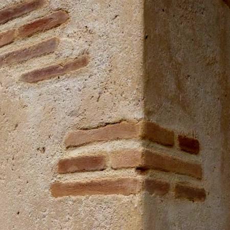 Fausses briques et enduit chaux vieilli