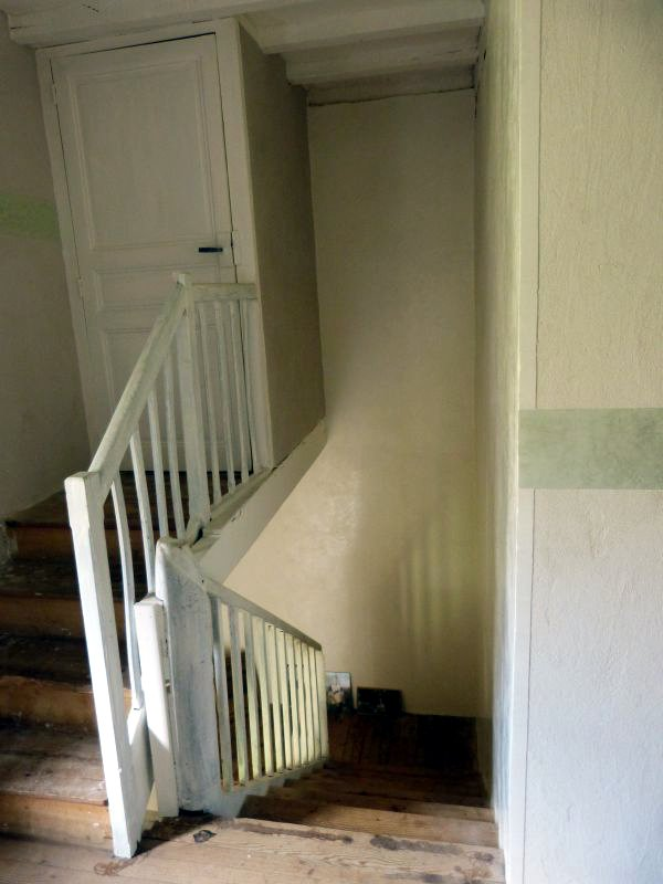 Cage d'escalier - Stuc chaux blanc, enduit chaux taloché blanc, cimaise stuc vert de Nicosie