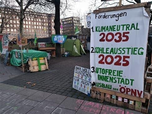 Hamburg: Klimastreik für eine autofreie Innenstadt