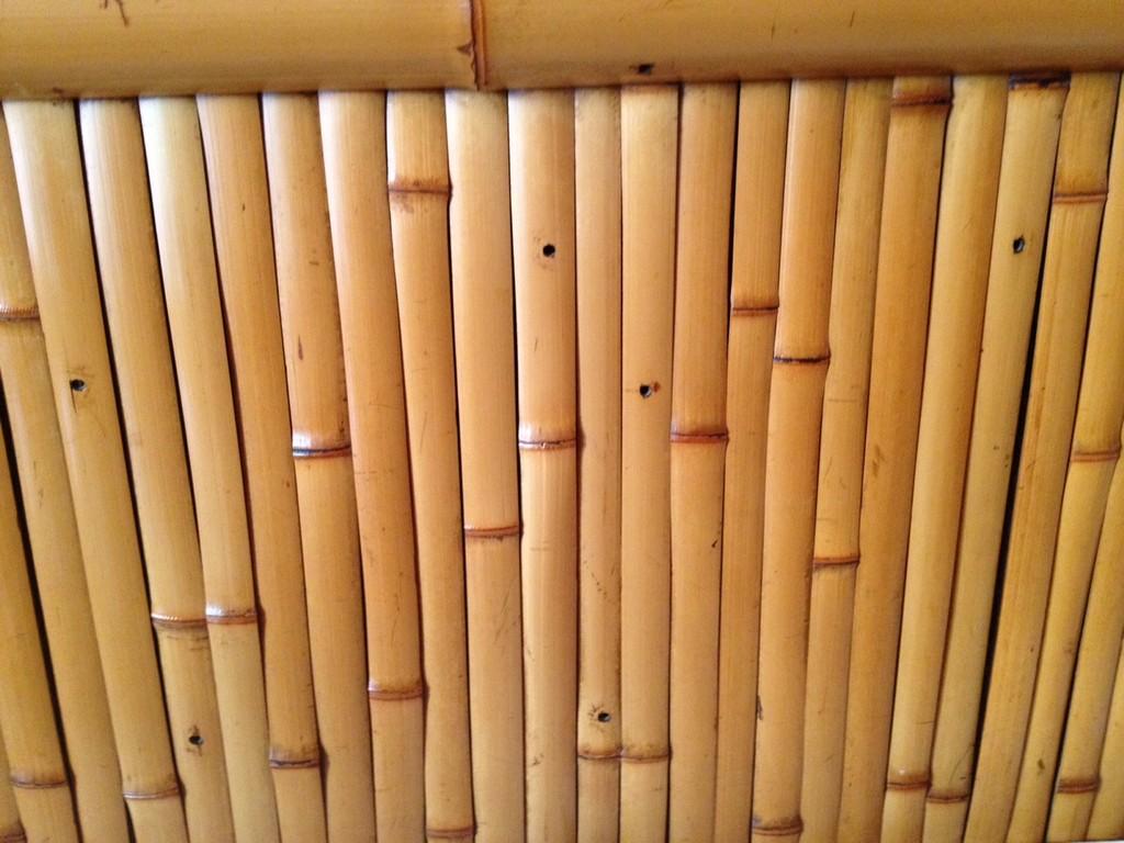 竹の壁は心が和む雰囲気を醸し出す