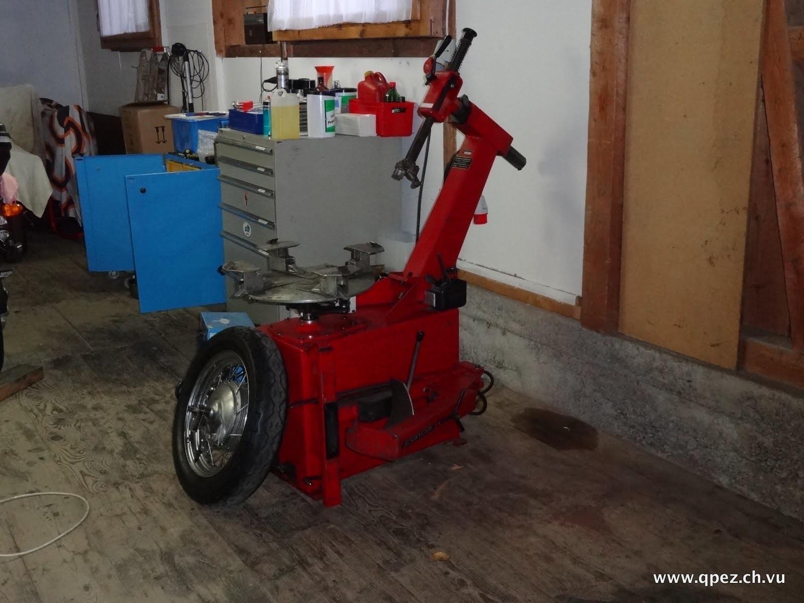 Unsere Reifenmontier-Maschine