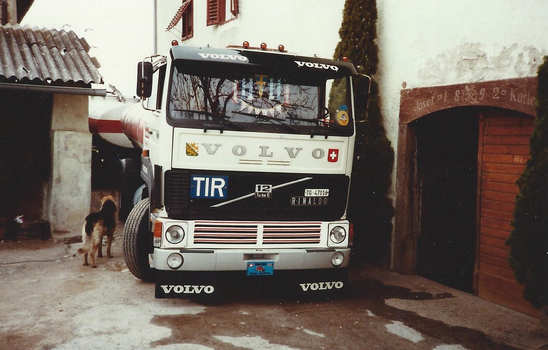Laden bei einem Weinbauern im Südtyrol Volvo CH 230