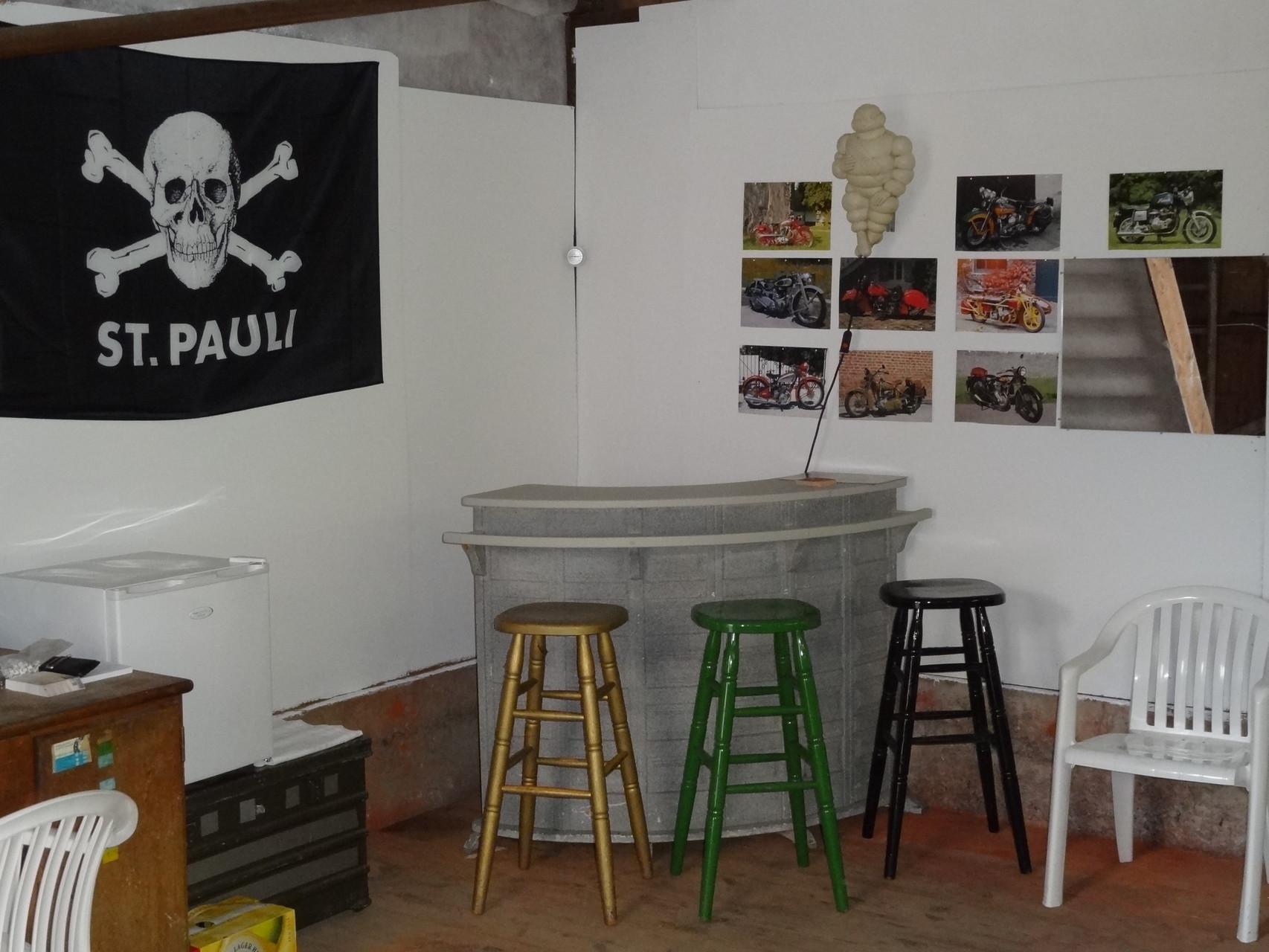 Bezug und Einrichten der neuen Werkstatt. Mit Werkstattbar